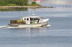 De Rotonde die van de zeekreeftboot Palmer Island overgaan stock foto's