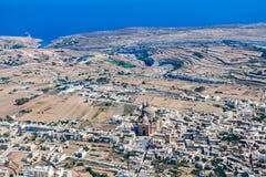 De rotonde van Xewkija is grootst in Gozo en zijn koepel overheerst overal het eiland Satellietbeeld van Malta stock fotografie