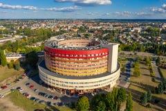 De rotondebouw, het ziekenhuis in Kalisz, Polen stock afbeeldingen
