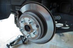 De rotor en de stootkussens van de schijfrem op een voertuig royalty-vrije stock foto