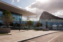 De rots en de nieuwe terminal Royalty-vrije Stock Foto's