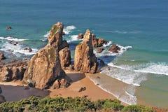 De rots op de bank van de Atlantische Oceaan Stock Afbeelding