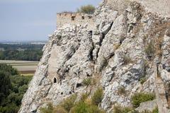 De rots ruïneert dichtbij van kasteel Devín Royalty-vrije Stock Foto's