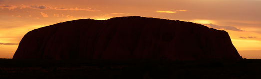 De Rots van Ayers (Uluru) - zonsopgang - pano Royalty-vrije Stock Foto's