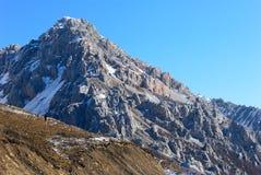 De rots van de berg onder hemel Royalty-vrije Stock Afbeelding