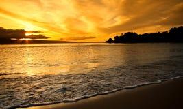 De rots van de lava bij zonsondergang. Stock Afbeeldingen