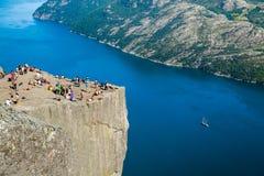 De rots van de preekstoel in Noorwegen Royalty-vrije Stock Foto's