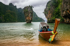 De rots van Kotapu op James Bond Island, de Baai van Phang Nga, Thailand Stock Foto's