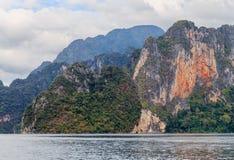 De rots van meerkhao Sok Stock Foto's