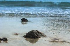 De rots van de oceaan stock afbeelding