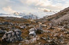 De rotsachtige berg van dolomietalpen in Tre Cime di Lavaredo, Italië Royalty-vrije Stock Foto