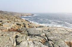 De rotsachtige kust Stock Foto