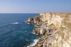 De rotsachtige kust van Kamen bryag, Bulgarije stock fotografie