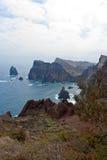 De rotsachtige kustlijn van madera Royalty-vrije Stock Foto's