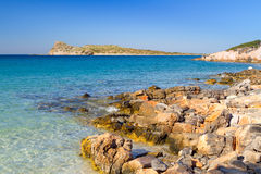 De rotsachtige mening van de Baai met blauwe lagune op Kreta Royalty-vrije Stock Afbeelding