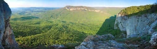 De rotsachtige mening van de Berg van de Krim van de lente Royalty-vrije Stock Foto's