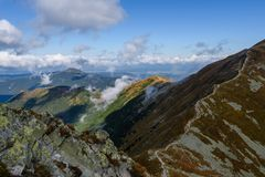 de rotsachtige mening van het berg piekgebied in Slowakije Royalty-vrije Stock Afbeelding