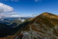 de rotsachtige mening van het berg piekgebied in Slowakije Stock Afbeeldingen