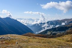 de rotsachtige mening van het berg piekgebied in Slowakije - de wijnoogst ziet eruit Stock Fotografie