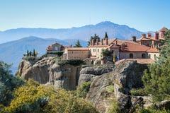 De rotsachtige tempel Christian Orthodox complex van Meteora is één van de belangrijkste aantrekkelijkheden van het noorden van G stock afbeeldingen