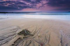 De rotsen op het strand Stock Foto's