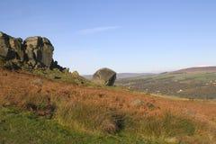 De Rotsen van de koe en van het Kalf, Ilkley leggen, West-Yorkshire vast Stock Foto's