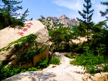 De rotsen van de Laoshanberg in Qingdao Royalty-vrije Stock Afbeeldingen