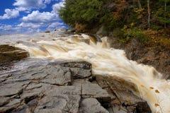 De Rotsen van de waterval Stock Foto