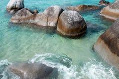 De Rotsen van het strand stock foto's