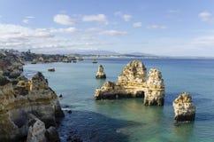 De rotsen van Lagos in Algarve, Portugal Stock Foto