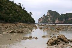 De rotsen van Tsunami Stock Foto's