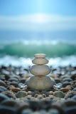 De rotsen van Zen op het strand Stock Foto