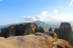 De rotsen waarop er kloosters van Meteora zijn Stock Foto