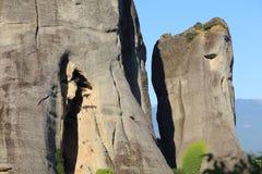 De rotsen zijn gevestigde kloosters Meteora Stock Foto