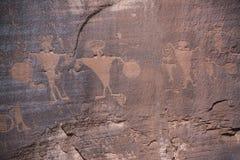 De rotstekeningen zijn oude rotstekeningen en symbolen op rood zandsteenklippen en canions in Moab, Utah, de V.S. royalty-vrije stock fotografie