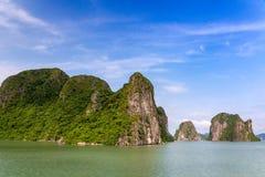 De rotsvormingen van de Halongbaai, Unesco-wereldnatuurlijk erfgoed, Vietnam stock fotografie