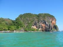 De rotsvormingen van het Krabikalksteen, Thailand Stock Afbeelding