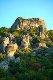 De rotsvormingen zijn een hoofddeel in het mooie landschap van Meteora, Griekenland met zijn kloosters, zijn bergen en zijn aard stock afbeelding
