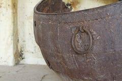 De rotte Urn van het Brons Stock Foto