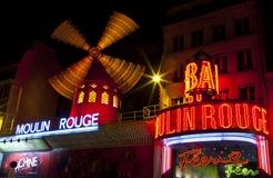 De rouge Moulin in Parijs Stock Foto