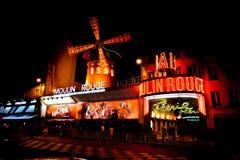 De rouge Moulin 's nachts in Parijs, Frankrijk Royalty-vrije Stock Afbeeldingen