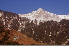 De Routes van de Trekking van de sneeuw via Triund, Kangra, India Stock Afbeeldingen