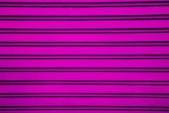 De roze achtergrond van de het blinddeur van de staalrol (garagedeur met hor Stock Foto