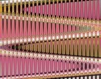 De roze achtergrond van het metaal verticale gouden mozaïek Stock Foto