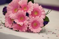 De roze bloemen van Huwelijksgerbera Stock Afbeeldingen