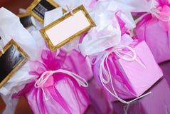 De roze gunsten van de doospartij stock fotografie