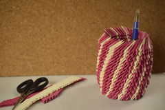 De roze houder van de origamipen Stock Afbeelding