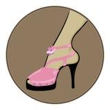 De roze schoenen verdunnen zwarte hielen Stock Foto