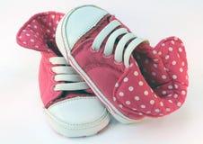 De Roze Tegenovergestelde Tennisschoenen van het babymeisje Royalty-vrije Stock Fotografie