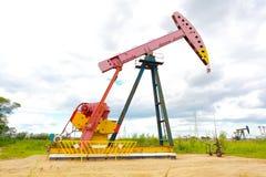 De roze van de het booreilandenergie van de Oliepomp industriële machine Royalty-vrije Stock Afbeeldingen
